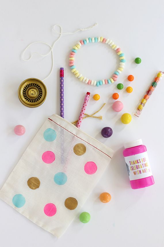 Learn about Kawaii fashion and Korean beauty at girl-gang.weebly.com  DIY Polka-Dot Party Favor Bags
