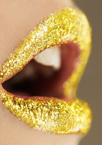 Gold glitter lips:)) while it is outrageous for an everyday look, Halloween or even New Years seems like a probable time to wear this:O)