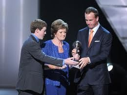 When Pat Summit walked on to the stage to receive her ESPY Award she was arm in arm, and hand in hand, with her son Tyler. I immediately thought, this is the way it should be for everyone.