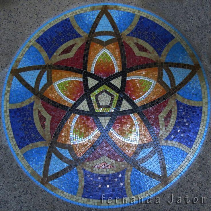 Mandala realizado en Mosaico veneciano para cliente privado.  Tamaño: 175 cm de diámetro. (aprox. 6000 piezas).  Locación final: Piso de pi...