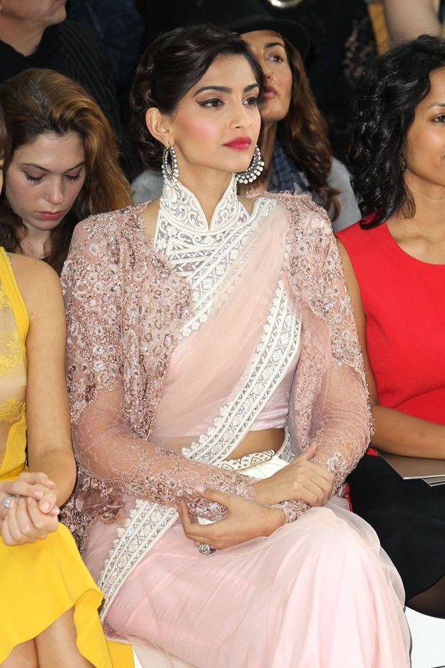 That's @sonamakapoor in a Saree at Paris Fashion Week. Amazing!