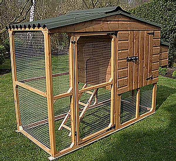 Chicken coop ideas designs and layouts for your backyard for Enclosed chicken run plans