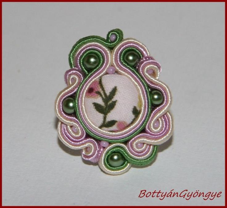 Tavaszi sujtás gyűrű by http://www.breslo.hu/BottyanGyongye/shop