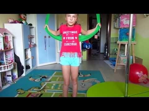 Akrobatyka dzieci: Przejście w tył na chuście do akrobatyki powietrznej (hamaku do Aerial Jogi) - YouTube
