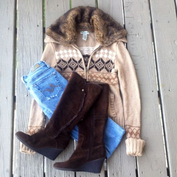 Aztec Zip Up Sweater w/ Removable Faux Fur Collar Super form and form fitting zip up jacket. So cute! Great with brown boots. Fits XS/S. Has some piling but can be easily removed! Been sitting in my closet forever so time to move it out! Banana Republic Sweaters