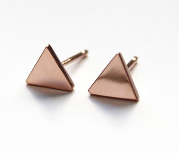 rose gold triangle stud earrings.. too cute