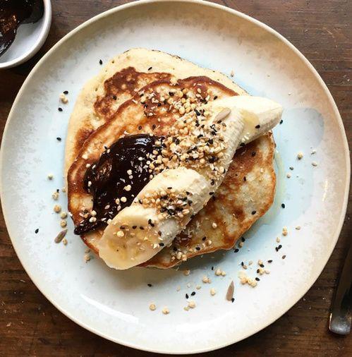 Les pancakes gluten-free à la noix de pécan de Detox Kitchen avec variante chocolat banane