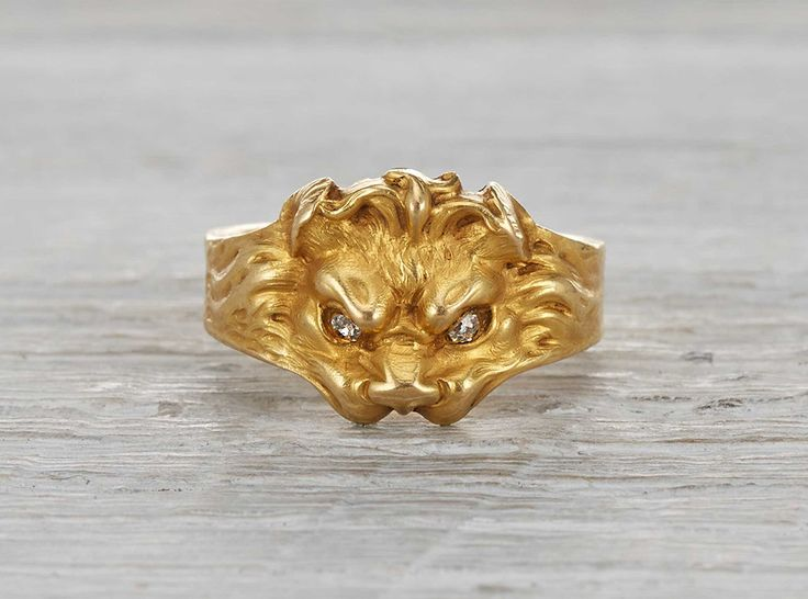 Art Nouveau ring made in France circa 1900.