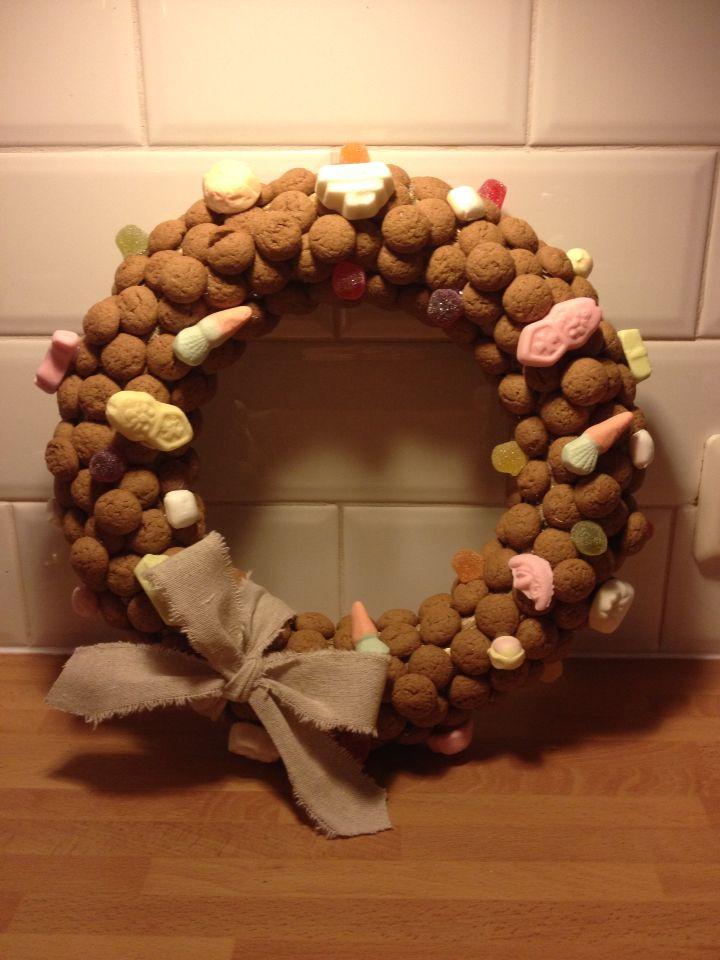 Sinterklaaskrans van kruidnoten en snoepgoed