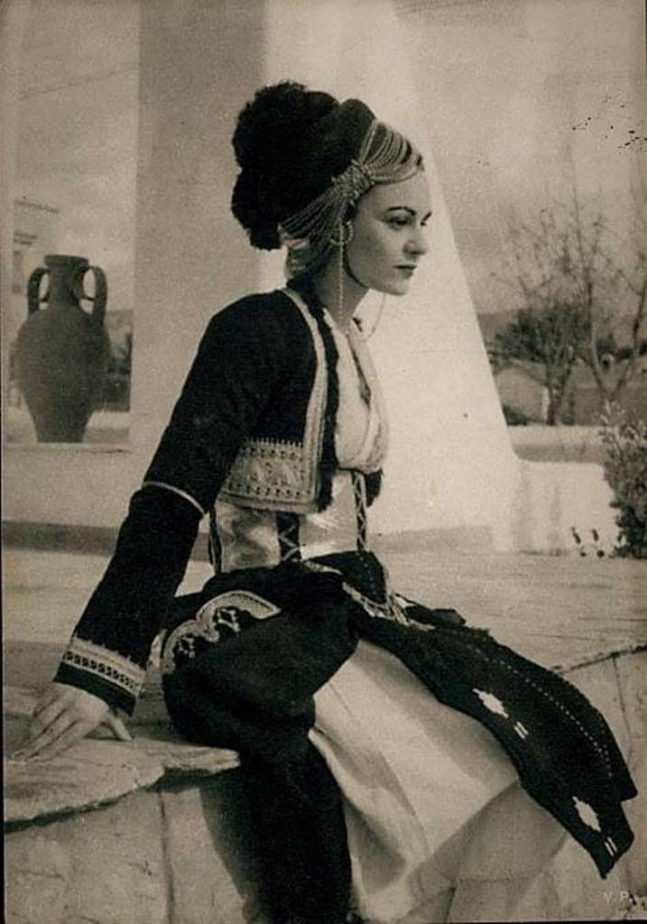 Παραδοσιακή φορεσιά από το Ρουμλούκι Μακεδονίας