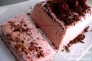 Вишневое мороженое с шоколадной стружкой