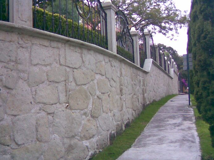 Muros de piedra interesting piedra arenisca paneles de - Paneles piedra natural ...