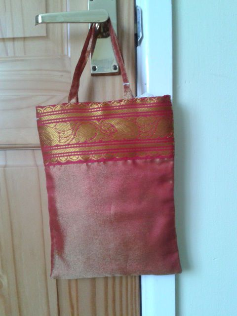 RED/GOLD UNUSUAL FABRIC EVENING BAG IDEAL FIRST BAG