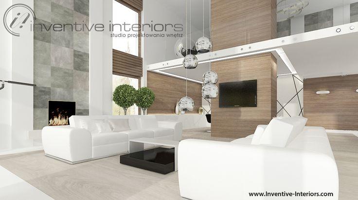 Projekt salonu Inventive Interiors - jasna podłoga i kamień na ścianie oraz białe sofy w przestronnym wysokim salonie