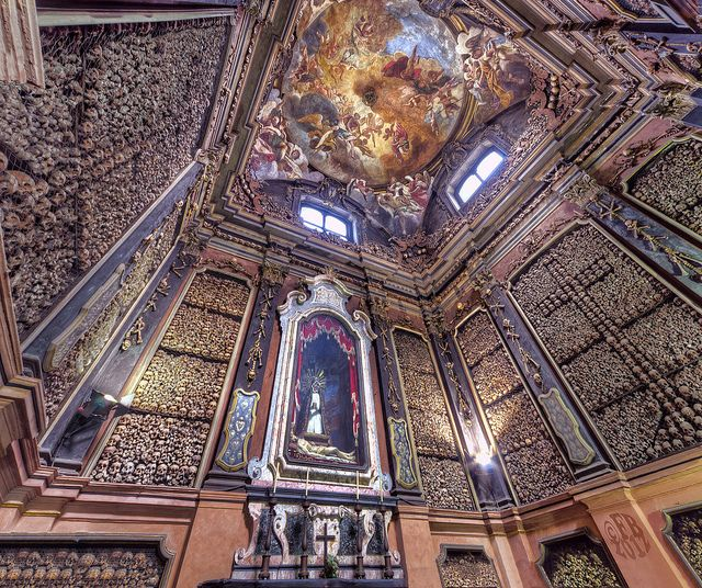 San Bernardino alle Ossa. Discover the secrets of Milan with our guided tours. tour@milanoarte.net