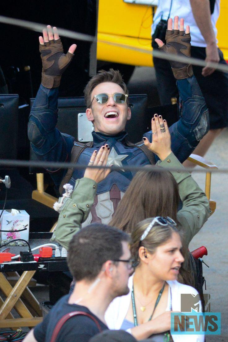 Chris Evans & Elizabeth Olsen goofing off on 'Captain America: CIVIL WAR' set