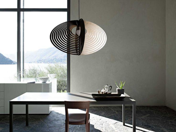 Lekka, geometryczna, w stylu op-art, wykonana wg autorskiego projektu ze sklejki brzozowej w naturalnym wybarwieniu, impregnowana. Rekomendowana do wnętrz minimalistycznych, w nowoczesnej...