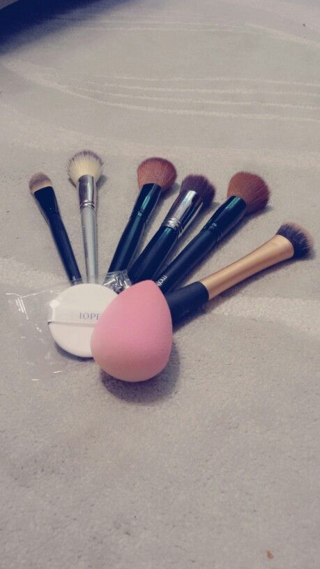 No idea what brush/sponge to use when applying foundation?? Tips and tricks on foundation brushes and sponges coming up soon!! #instaglam #glam #makeup #brush #sponge #foundation #cosmetics #beauty #tips #mua #eotd #fotd #makeupbrushes #makeupartist #뷰티 #메이크업 #파운데이션 #브러쉬 #스펀지 #화장 #화장품 #motivescosmetics #sephora #sigma #realtechniques #beautyblender #iope #aircushion