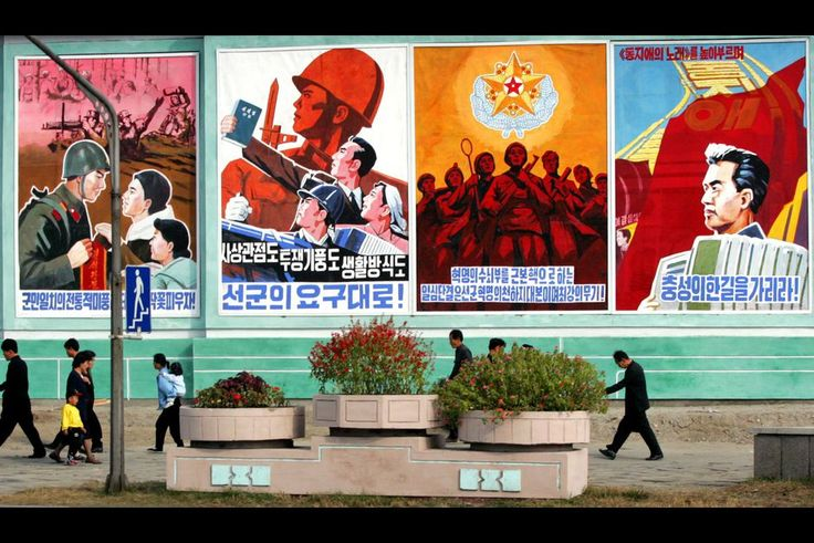 Au-delà des déclarations belliqueuses et des menaces proférées, la Corée du Nord a toujours travaillé l'image de sa dictature totalitaire. La preuve avec ce diaporama.