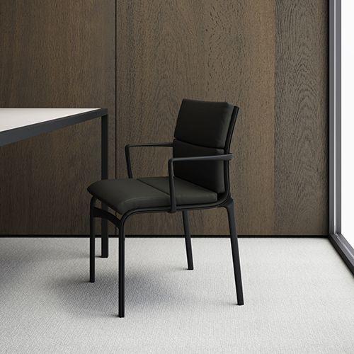 Soft Frame er en behagelig og eksklusiv mødestol eller konferencestol. Komfort og funktion giver Frame serien et vellykket design.#konferencemøbler #konference #konferenceindretning #design #kontormøbler #møbler #til #erhverv #virksomhed #kontor #konferencestole #stole