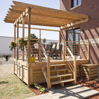 No need to hire a professionnal to build this 1-level #deck. You can do it yourself!
