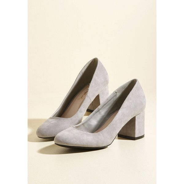 Cue the Classics Block Heel in Stone (1.225 RUB) ❤ liked on Polyvore featuring shoes, pumps, stone shoes, round toe shoes, block heel pumps, block heel court shoes and light grey pumps