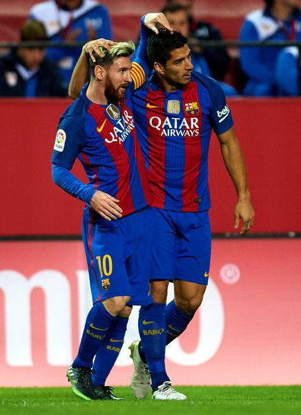 Luis Suarez of FC Barcelona  celebrates after scoring with his team mate Lionel Messi of FC Barcelona  during the match between Sevilla FC vs FC Barcelona as part of La Liga at Ramon Sanchez Pizjuan Stadium on November 6, 2016 in Seville, Spain.