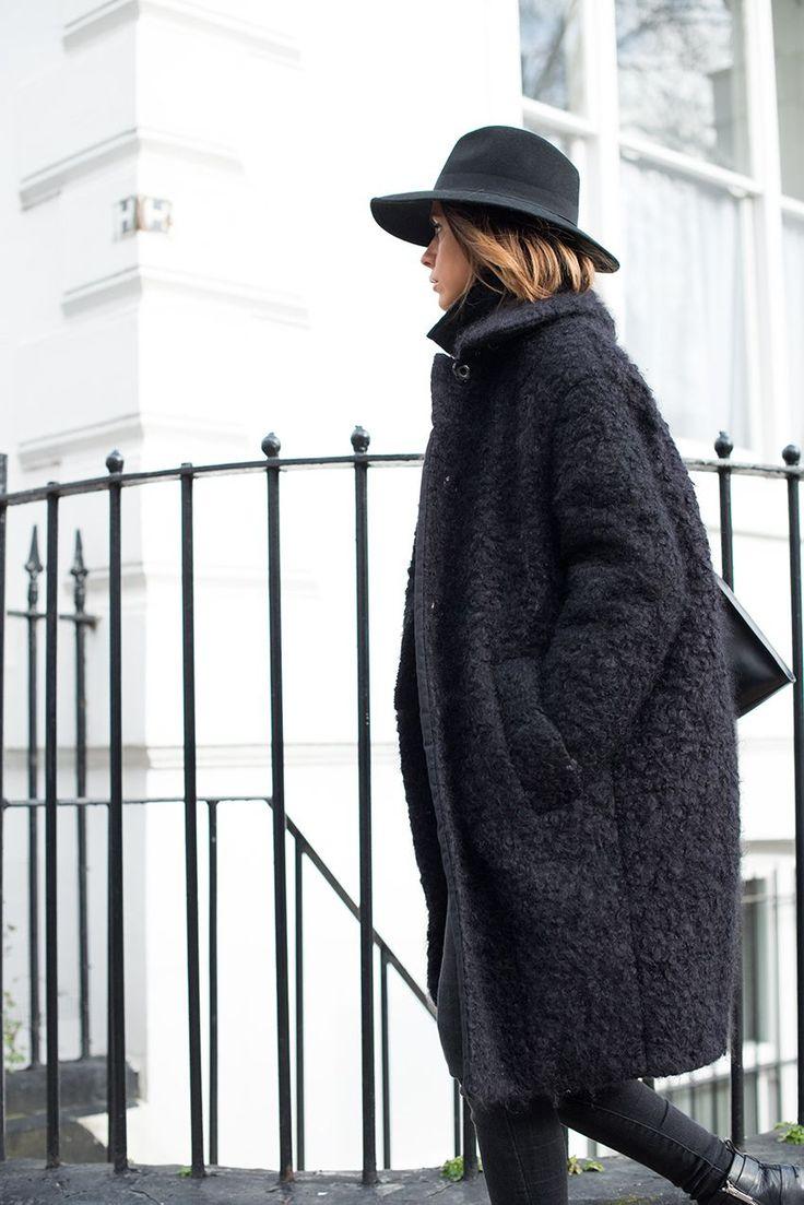 Textured coat. Minimal chic || @sommerswim