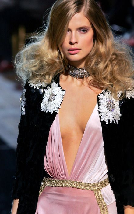Christian lacroix repinned by hair makeup pinterest moda femenina moda Style me pink fashion show