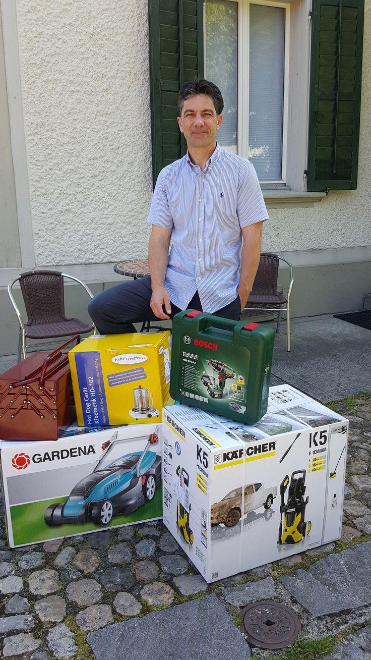 Christian mit dem Heimwerker-Koffer von BRACK.CH