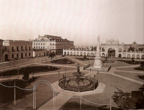 Fuente en Plaza de Mayo que hoy se encuentra en Córdoba y 9 de Julio.