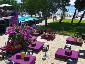 Kroatie Noord-dalmatie Biograd Na Moru  Tot het Ilirija Resort horen drie hotels die direct aan zee liggen en aan de 2 km lange promenade op ca. 300 m van het centrum van Biograd. Direct voor de hotels is een verzorgd kiezelstrand met...  EUR 457.00  Meer informatie  #vakantie http://vakantienaar.eu - http://facebook.com/vakantienaar.eu - https://start.me/p/VRobeo/vakantie-pagina