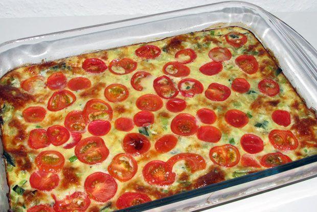 En+æggekage,+der+smager+som+at+få+den+bedste+del+af+en+porretærte+i+hver+eneste+mundfuld:+Nemlig+fyldet.+Brug+resterne+til+madpakken.
