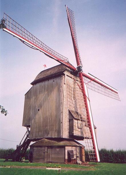 MOULIN DESCHODT OU MOULIN DE LA BRIARDE - WORMHOUT Nord - Moulin pivot situé sur la route D 916 qui mène de Cassel à Wormhout. Ce moulin, construit en 1756 . Renseignements et visites au 03.28.62.81.23