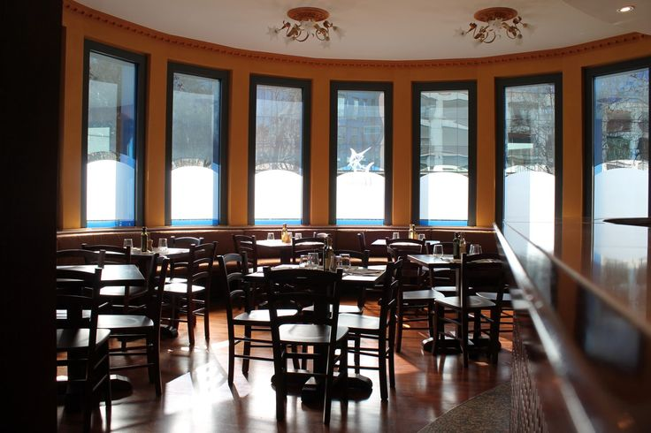 Sala ampia, raffinata ed accogliente nel Ristorante Marlin Caffè a Saronno http://ristorantemarlincaffe.it
