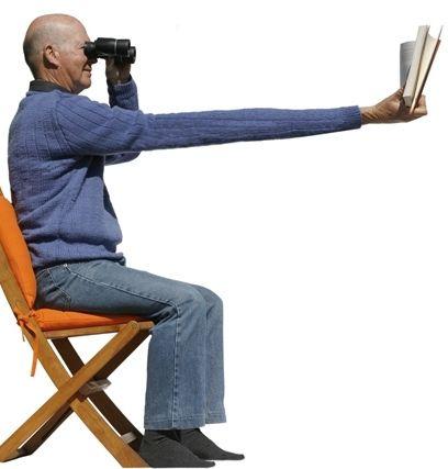 """Os primeiros sinais da presbiopia, popularmente chamada de """"vista cansada"""", aparecem por volta dos 40 anos de idade. Com dificuldades na visão de perto, o presbita começa a afastar o texto dos olhos e por vezes diz que seus braços não são suficientemente compridos. Leia mais nesta matéria! http://oticasribeira.wordpress.com/2013/10/25/a-presbiopia-e-seus-sintomas/"""