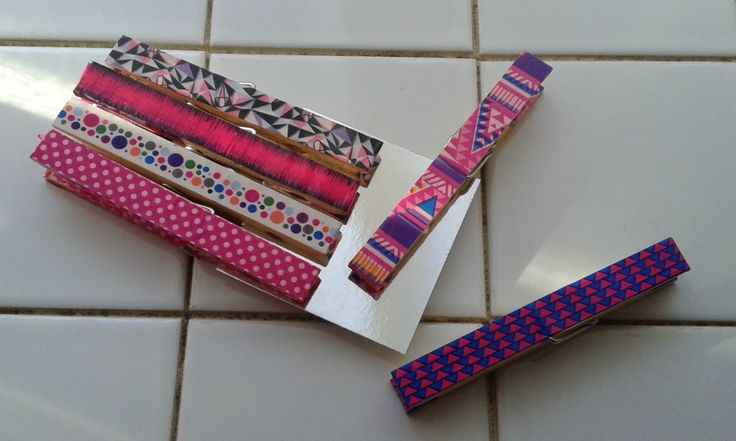 Mollette di legno decorate con washi tape.