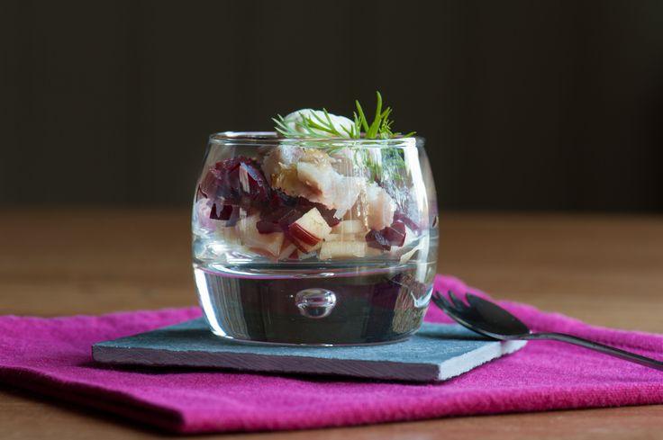 Dit hapje is gemaakt voor de Libelle Lekker Foodbloggerscontest. Een hapje glaasje met gerookte paling, rode biet en appel kan niet missen toch. Heerlijk licht, eenvoudig en gezond.