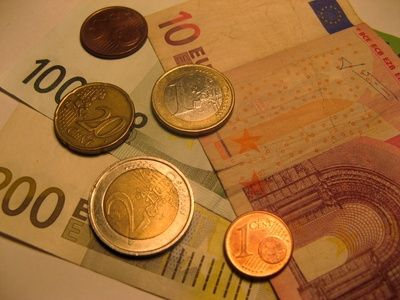 How to Convert Irish Pounds to Dollars