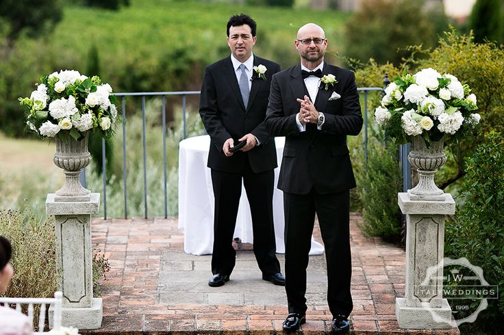 The groom, waiting for his bride. Stone urn vases