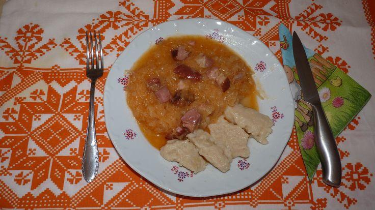 Savanyú káposzta főzelék füstölt hússal, gombóccal Sauerkraut Söchtlifleisch und Knödel dazu - Sváb Receptek (egyszerűen)