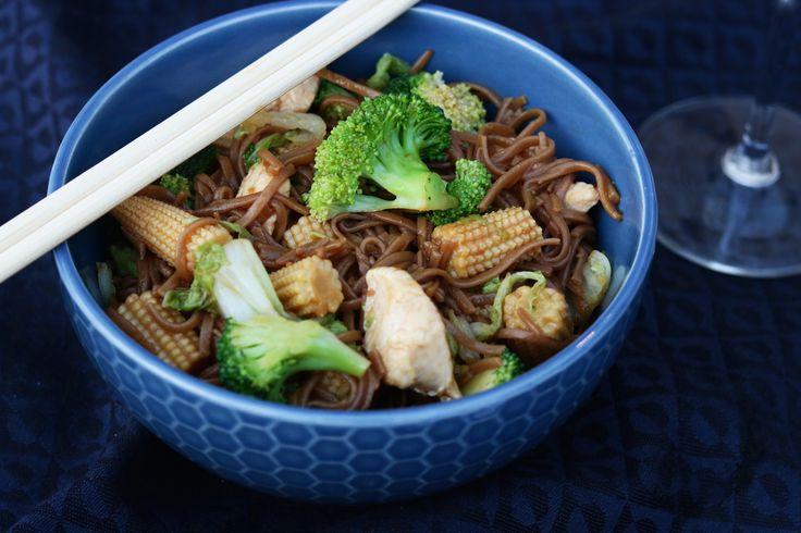 Sobanoedels met kip, broccoli en Chinese kool - SKINNY SIX