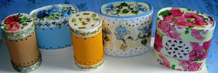 Barattoli di cartoncino ondulato contenenti pout-pourry profumato.