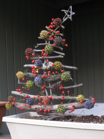 10 alberi di Natale fai-da-te dai rami secchi