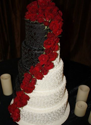 11 His and Her Wedding Cakes When You Just Can't Decide 2 - https://www.facebook.com/different.solutions.page