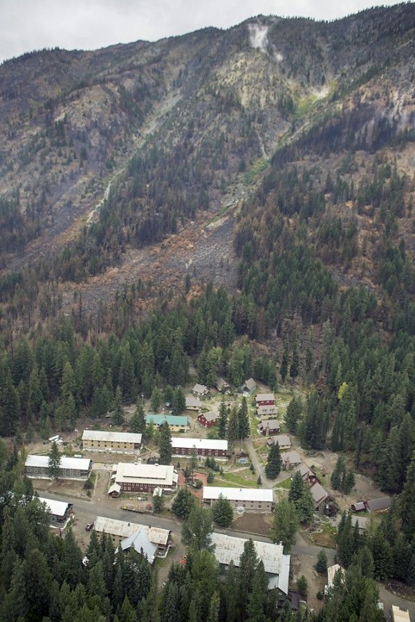 GoLakeChelan has an update on the Wolverine Fire at Holden by Rich Uhlhorn. A good job, Rich!