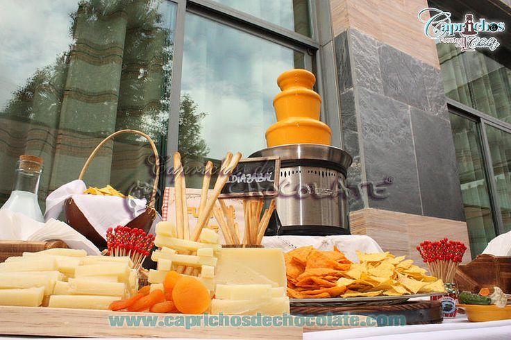 Buffet de quesos con fuente de queso