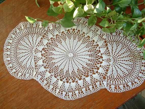 Oval white with margaritas flowers/Large crochet by emymade
