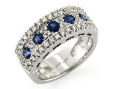 Anello a fascia in oro bianco 18kt con incastonati 5 Zaffiri naturali a veretta in pavè di diamanti.  #anelli #anello #zaffiro #gold #jewels #jewel #jewellery #sorelleronco #sale