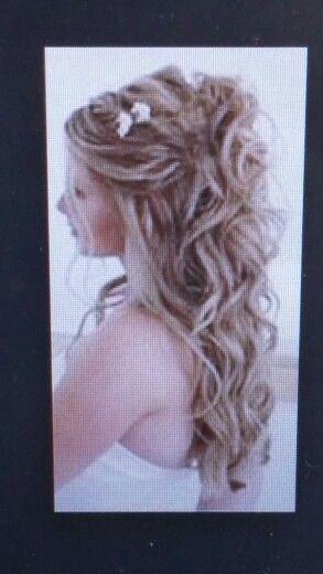 Bröllopsfrisyr, men jag skulle vilja ha fler smycken/blommor i håret
